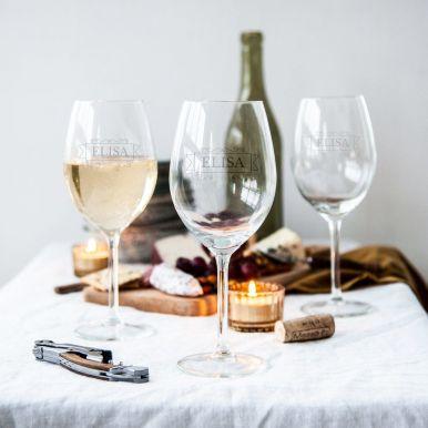 Witte wijnglazen met naam graveren